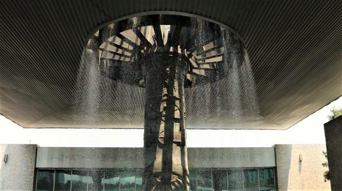 Architecture Mexicaine - Fontaine du musée d'anthropologie Mexico City par l'agence de voyage au Mexique Mexikoo